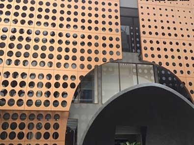 酒店会所氟碳冲孔铝单板幕墙